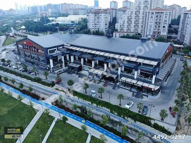 Beylikdüzü Büyükşehir Mah.'de 266 m2 Satılık Kiracılı Dükkan